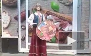 "БМП: манекен рекламирует ""Журавинку"""