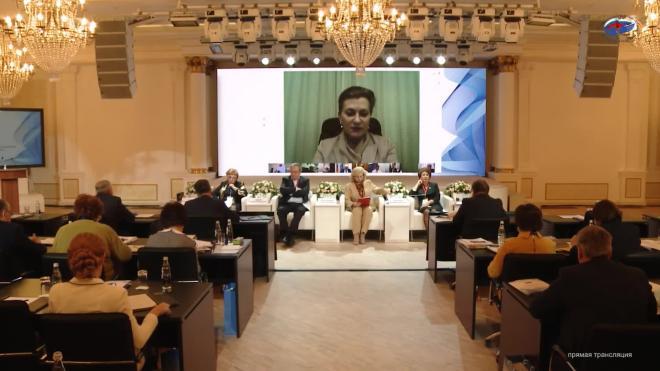 Попова: Россия достаточно благополучно преодолела первую волну коронавируса
