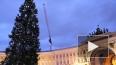 Ногоднюю елку на Дворцовой спасают сотрудники МЧС