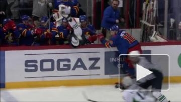 Йоэнсуу выкидывает Купцова за пределы площадки
