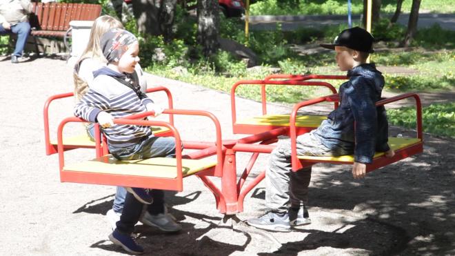 Видео: как активистка дома на Рубежной добилась ремонта крыши, ливневых колодцев и благоустройства двора
