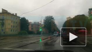 """В Петергофе не поделили дорогу черный """"Ниссан"""" и белая """"Лада"""""""