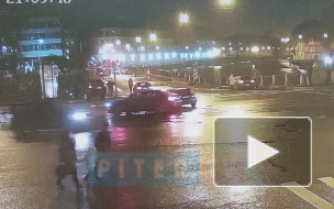 """Ленд Крузер"" вылетел на тротуар на набережной Фонтанки из-за удара иномарки"