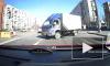 Видео: на проспекте Наставников грузовик сбил пожилую женщину