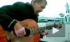 Видео с гениальным бездомным гитаристом из Новосибирска растрогало мир