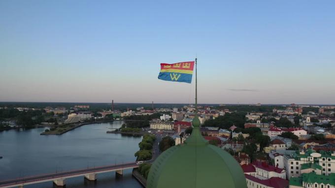 Видео: на башне Олафа подняли флаг Выборга в честь дня города
