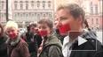 Представители ЛГБТ-сообщества прошли по Невскому с закле...