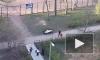 Видео: на проспекте Стачек дети три часа играли напротив трупа