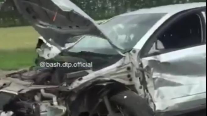 В массовом ДТП под Уфой с тремя легковушками и грузовиком пострадали 5 человек