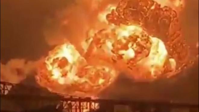 Появилось видео из Филадельфии, где на НПЗ произошла серия взрывов и пожар