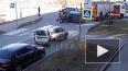 Видео: спасатели перевернули автомобиль после ДТП ...