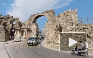 Ворота Веспасиана в Сиде. Достопримечательности Турции