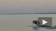 Видео из Якутии: Лодка с людьми перевернулась на реке Ле...