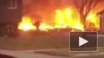 Видео из США: Самолет рухнул на жилые дома и загорелся
