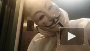 Местные жители-анонимы сами покрасили лифт в доме на Оптиков в обход УК