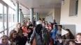 700 французских учеников выстроились в живой коридор ...