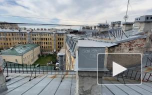 Жители дома на Пяти углах устали от экскурсий по крышам