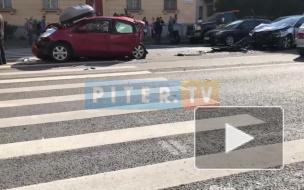 В ДТП на улице Савушкина сильно пострадали две девочки