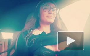 Видео: Алена Водонаева проехалась в машине с голой грудью