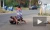Появилось видео, как сильная одесская женщина избивает бревном бомжа