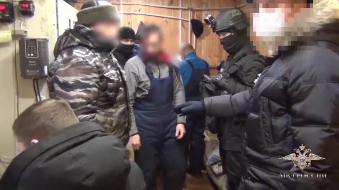 В Якутии оперативники выявили подпольный цех по производству нефтепродуктов