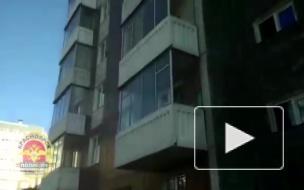 В Красноярске девушка по вызову выпрыгнула из окна после 8 часов насилия