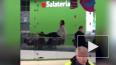 Упавшая женщина в ТЦ Москвы скончалась в больнице