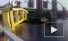 В Киеве обрушился огромный плавучий кран