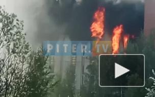 Пожар на Складской улице тушат более 100 человек