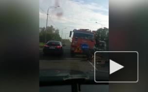"""На Киевском шоссе водитель """"Лифана"""" уснул за рулем и врезался в """"КамАЗ"""""""