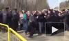 Митинг в Волоколамске: полицейские борются с живой стеной