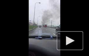 """У """"Лахта Центра"""" загорелся автобус с рабочими"""