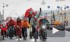 По Петербургу пронеслись Деды Морозы и Снегурочки на двух колесах