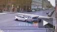 В центре Петербурга две иномарки столкнулись на перекрес...