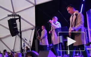 """Группа """"Марсель"""" устроила романтический концерт на крыше Петербурга"""