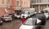 Двое мужчин с шарфами на лицах выстрелили в охранника магазина и забрали драгоценности на 500 тысяч рублей