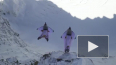 Немыслимое видео: Два француза запрыгнули в летящий ...