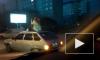 Девушка в Омске раскатывала на крыше автомобиля и махала руками