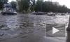 Ливень в Челябинске растворил асфальт и превратил парковку в бассейн