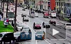 Видео: на проспекте Медиков на пешеходном переходе сбили человека