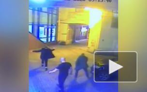 На Невском проспекте машина придавила лежащего на дороге пьяного тусовщика