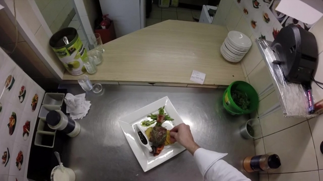 """""""Кухня изнутри"""": смотрим процесс приготовления сочного стейка глазами шеф-повара"""
